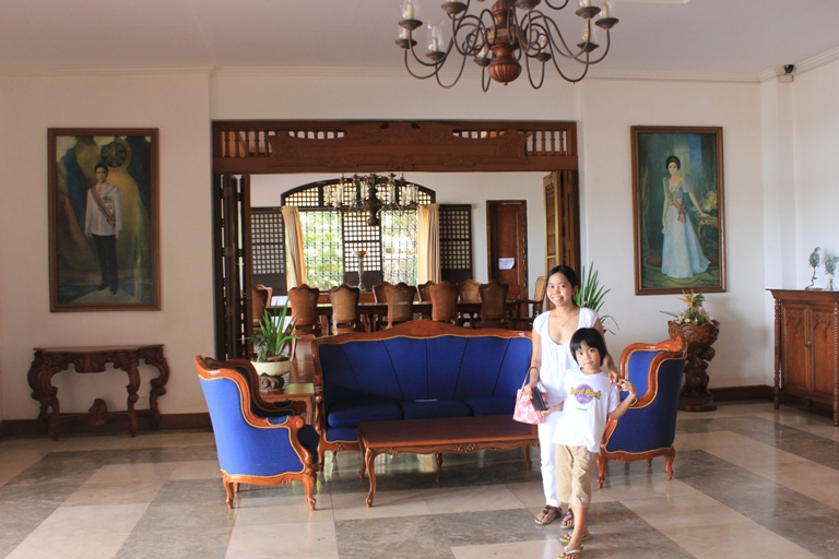 malacanang of the north with kids
