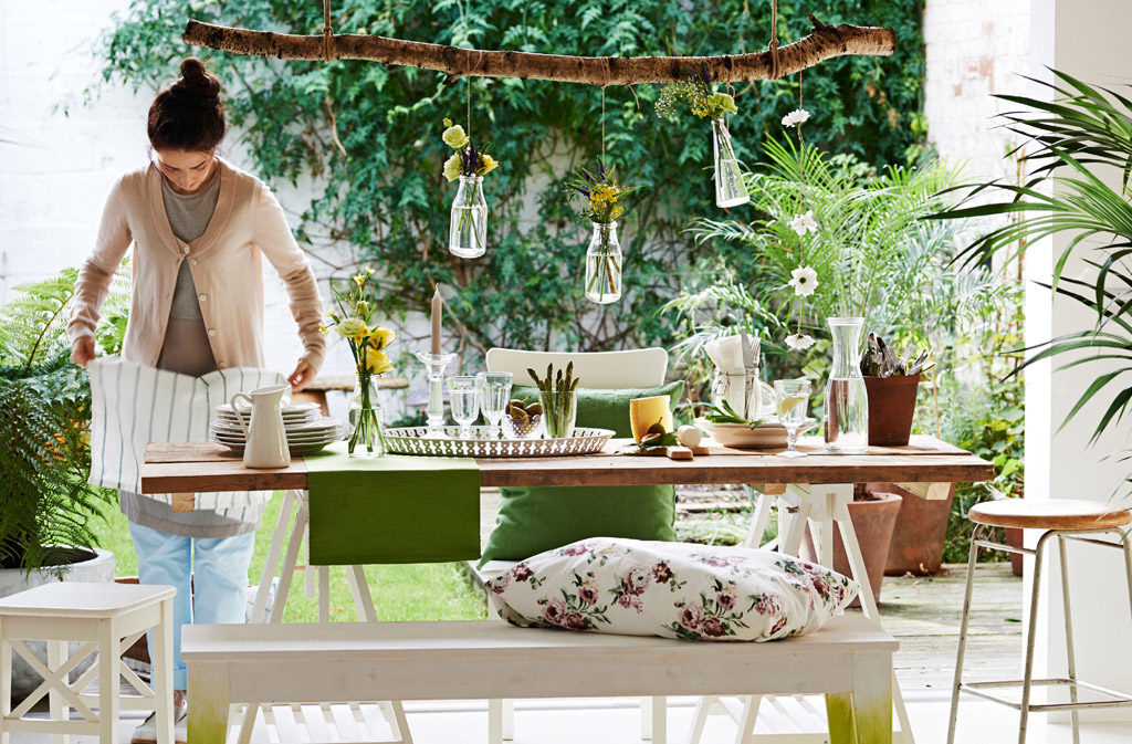 ikea-a-palette-of-whites-greens-and-natural-wood-gives-entertaining-a-fresh-look.__1364299365491-s4