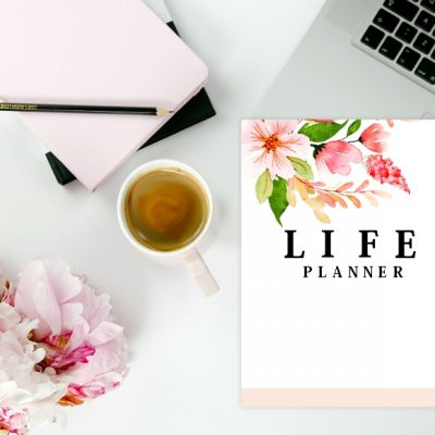 FREE Monthly Calendar 2020 and Life Planner in Pretty Florals!